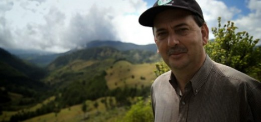 Agronomist Carlos Mario uses his expertise in soil management and crop production to help farmers in Costa Rica protect the environment. Photo: Starbucks