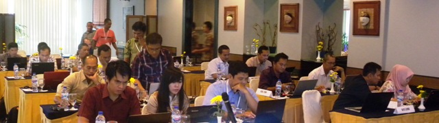 Participants concentrating intensely during the workshop. Photo: World Agroforestry Centre/Bonie Dewantara