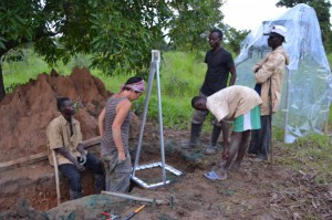 Aida Bargués Tobella and others conduct experiments under a shea tree with a termite mound. Photo courtesy of SLU