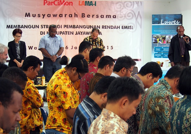 Reverend Titus Himan,  Jayawijaya Low-Emissions Development Working Group, public consultation