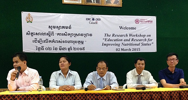 Eng Chheanghong, Hor Rortna and  Buntong Boranin (Royal University of Agriculture), Mam Borath (Director of Department of Improvement Nutrition, Ministry of Planning, National Council for Nutrition) and Prasit Wangpakapattanawong. Photo: Adrian Bolliger