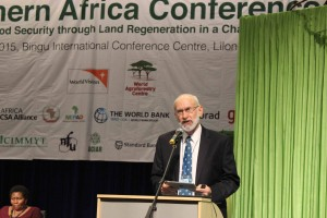 Dr Dennis Garrity, UNCCD and ICRAF, makes a keynote speech at the opening session. photo by D. Ouya/ICRAF