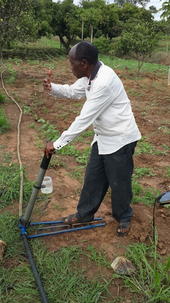 Champion farmer Samuel Maingi from Mango Location in Kenya demonstrating his hand pump. Photo by Elsabijn Koelman/ICRAF