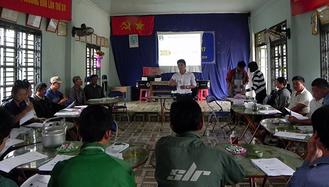 Indoor training in Northwest Viet Nam. Photo: World Agroforestry Centre/Mai Thanh Tu