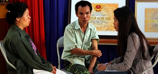 Interviewing farmers in the commune office on sources of household income. Photo: World Agroforestry Centre/Rachmat Mulia