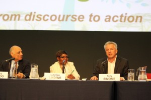 Maharaj Muthoo, INBAR board Chair, Ms Lindiwe Lusenga, Deputy Director in the Department of Water and Sanitation, South Africa, and Dr Tony Simons, Director General, ICRAF, at the launch