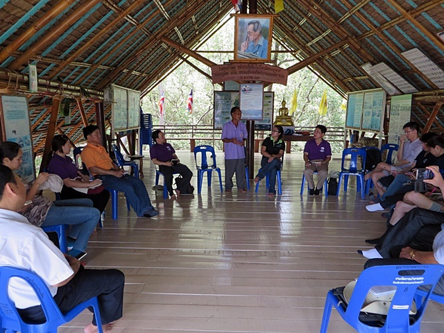 Forestry team interaction with local community representatives at the Mangrove Nature School at a community mangrove forest in Bang Kaew Sub-district, Samut Songkram Province. Photo: World Agroforestry Centre