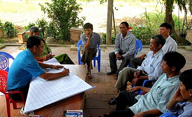 Interview with farmers in the upstream commune of Ho Ho sub-watershed. Photo: World Agroforestry Centre/Rachmat Mulia