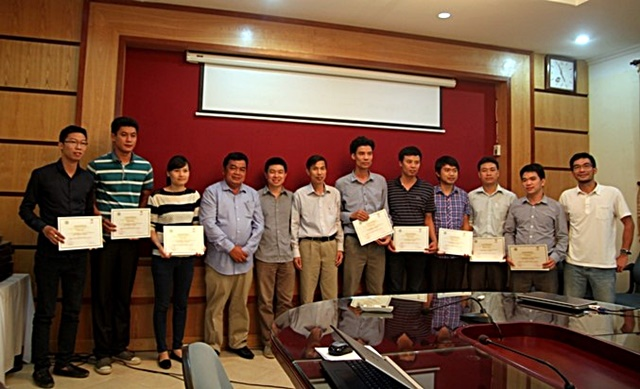 Trainers and participants with their certificates. Photo: World Agroforestry Centre/Rachmat Mulia