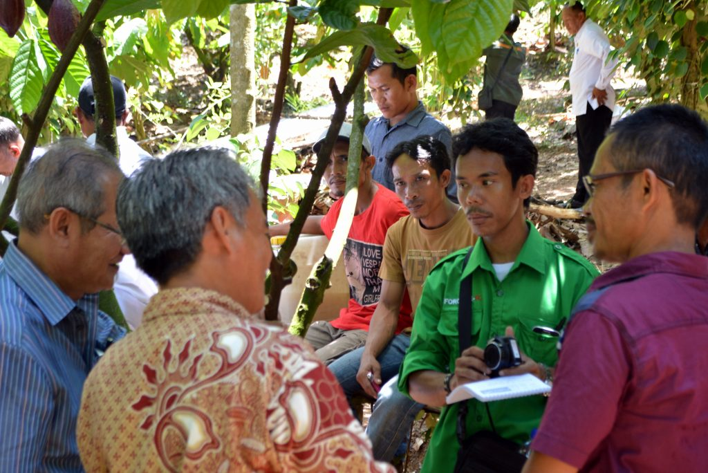 Mr Petrus collecting valuable information for Kapuas Hulu farmers in Kalimantan