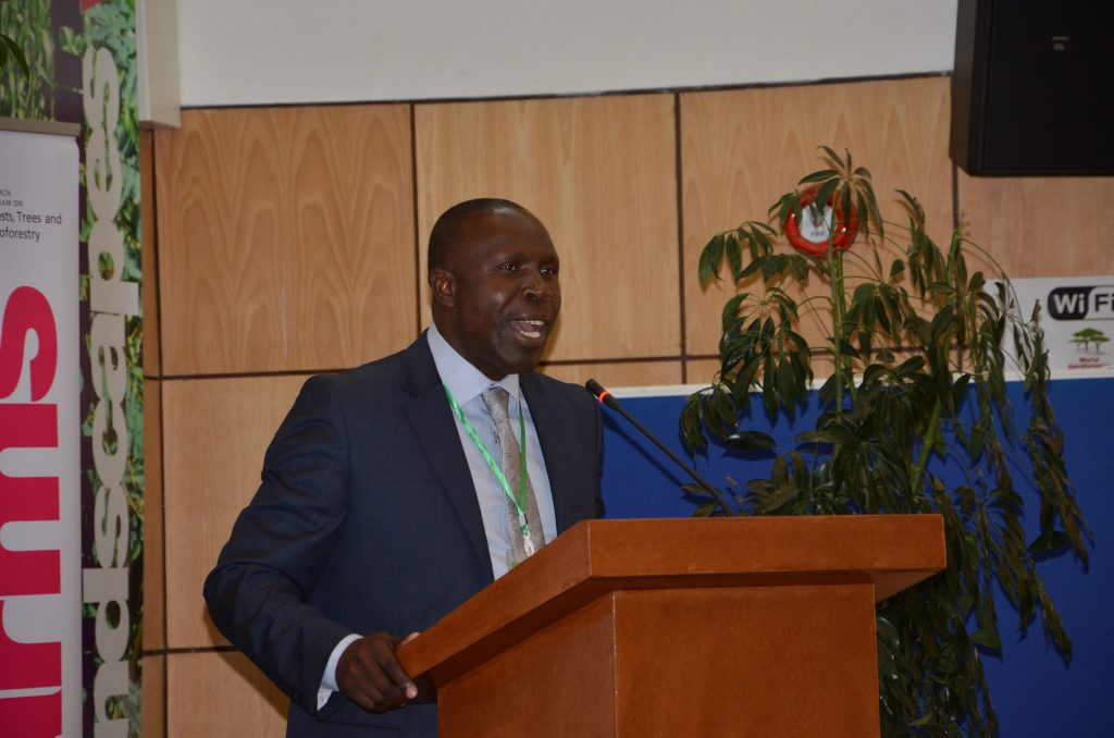 Hon Willy Bett, Cabinet Secretary, Ministry of Agriculture making an opening statement at the launch of the dialogue. Photo: World Agroforestry Centre