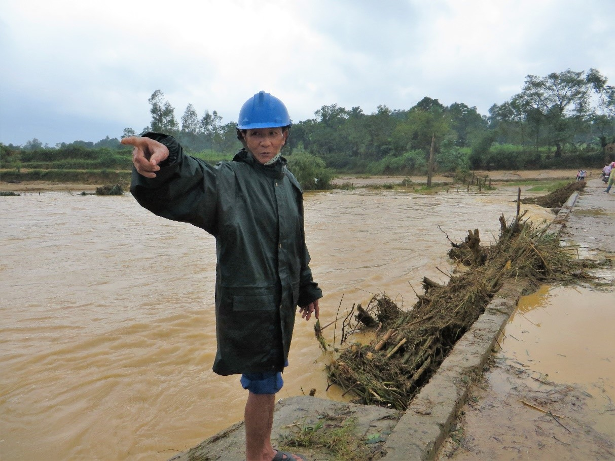 Pham Van Ky pointing out flood damage in My Loi after two periods of heavy rain. Photo: World Agroforestry Centre/Le Thi Tam