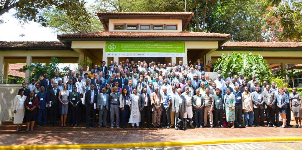 Group photo. The African Soil Seminar brought together government, UN and NGO officials, researchers, agricultural technology providers and human rights advocates. Photo by IISD
