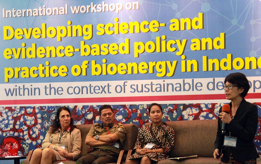 Sonya Dewi and panellists at Bogor bioenergy seminar 13 February 2017