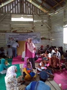 Yunartisari from Buol Agricultural Office leading a focus group. Photo: World Agroforestry Centre/Dienda CP Hendrawan
