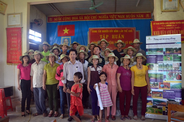 A Smart Tree-Invest farmers' group in Viet Nam poses for a group photo after a workshop. Photo: World Agroforestry Centre