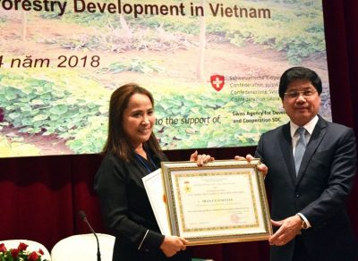 Coordinator of World Agroforestry Centre Viet Nam awarded by Ministry of Agriculture and Rural Development