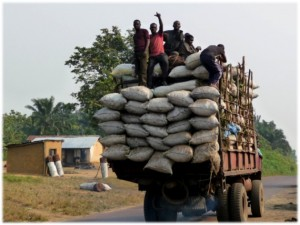 Charcoal traders in DR Congo. Photo courtesy of Jolien Schure/CIRAD